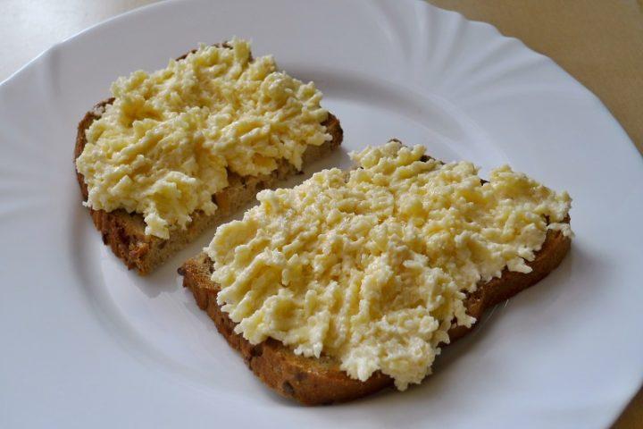 sýrovo česneková pomazánka sýrová